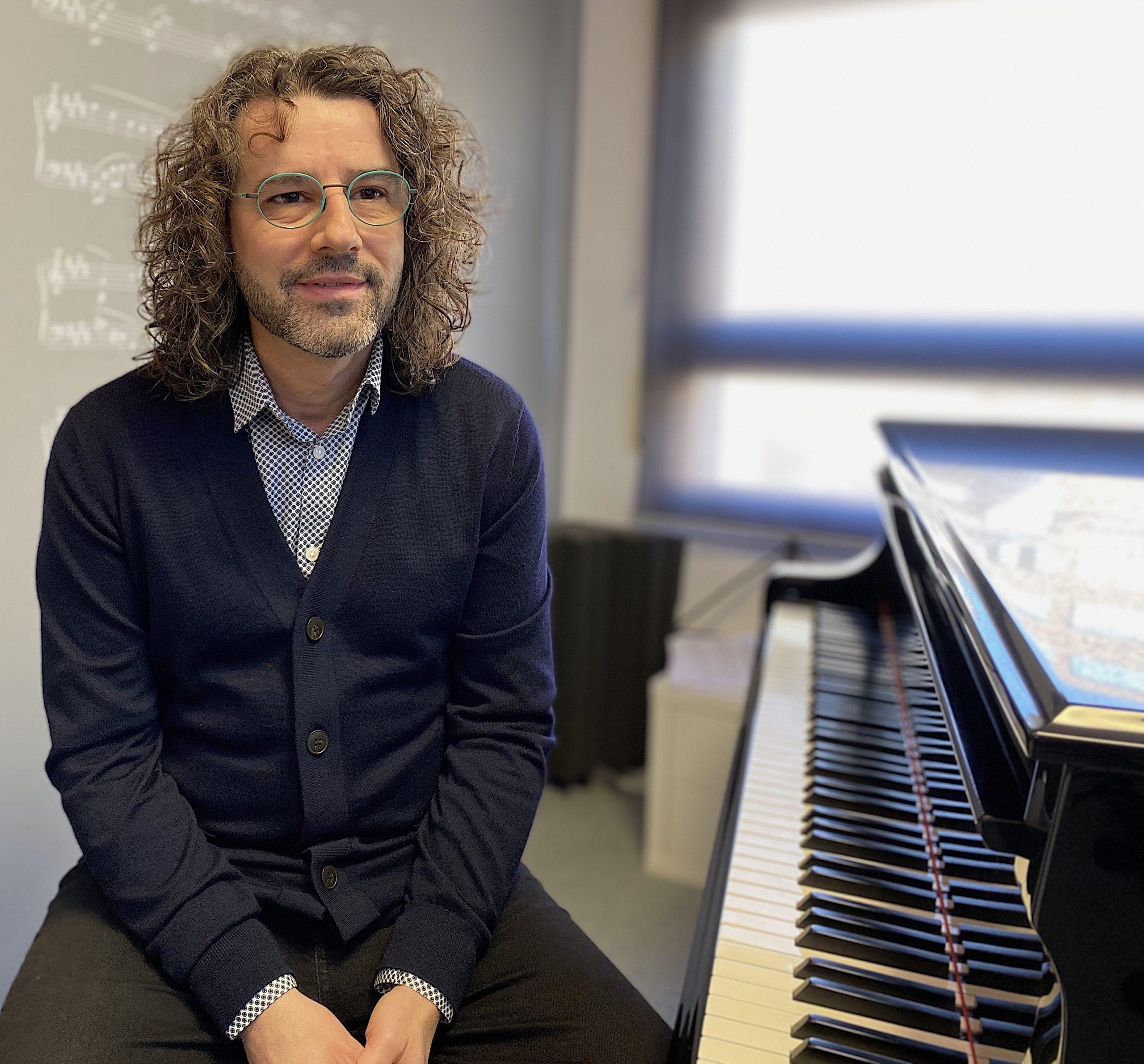 sobre Antoni Tolmos - pianista, compositor i conferenciant